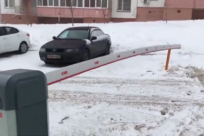 It's So Cold In Russia That Even Barrier Is Shaking