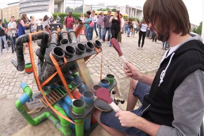Awesome Pipe-Drummer Totally Nails His Performance In Public