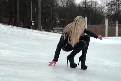 This Happens When A Blonde In High Heels Tries To Walk On Ice