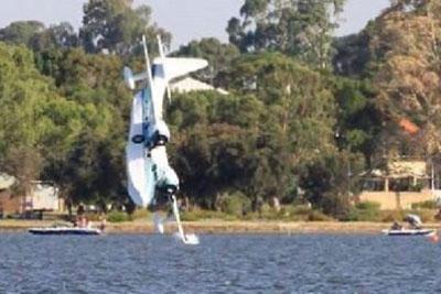 Plane Crash Into Swan River In Perth, Australia Captured On Camera
