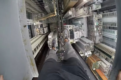 This Crazy Guy Climbs A Tall Bulding In Hong Kong, Blows Everyone Away With His Footage