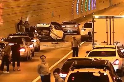 This Is What Drivers In South Korea Do If There Is Any Accident In The Tunnel