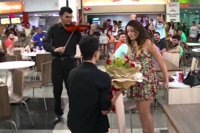 Boyfriend Get's Rejected Proposing To His Girlfriend In Crowded Place