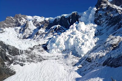 Huge Avalanche Captured On Camera In Chile