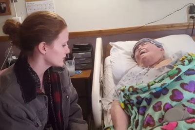 Nurse Sitting Near Dying Grandma Doesn't Know Someone Is Recording What She's Doing