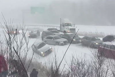 Crazy Car Pileup On Highway Due To Massive Snowfall Near Montreal