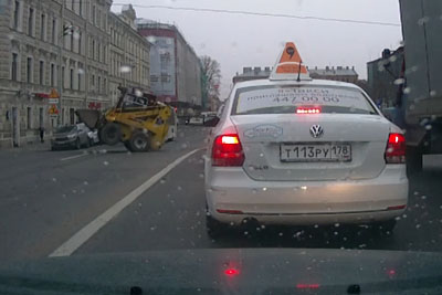 Everyone Is Laughing At This Russian Trying To Drive A Mini Digger