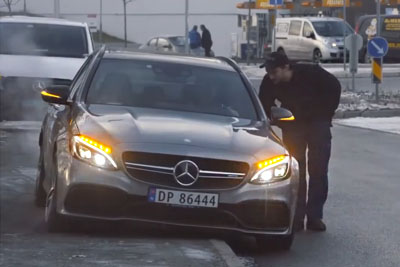 Old Man Calls Mechanics For A Broken Car, Then He Shocks Them One By One