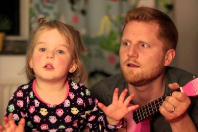 Dad Sings 'Tonight You Belong To Me' Together With Four-Year-Old Daughter In Best Way Possible