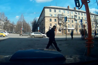 Russian Pedestrian Tries To Fix Traffic Light, Instead Makes It A Lot Worse