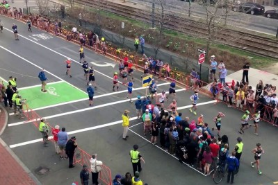 This Is How They Let Crowds Cross During The Boston Marathon