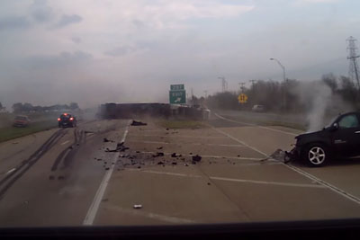 Shocking Moment When Suicidal Driver Crashes Right Into The Truck In Texas