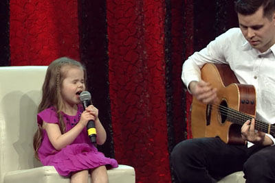Little Claire Ryann Steps On Stage, Then Steals The Show While Singing Disney's Classic