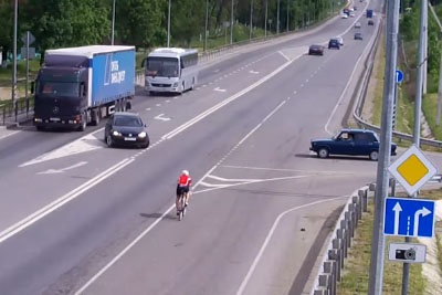 Volkswagen Patiently Waits For The Bicycle To Get Closer, Then Something Shocking Happens