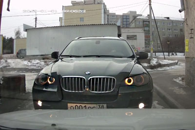 Just Before A Road Rage, This BMW Driver Makes Everyone Laugh With His Hilarious Move
