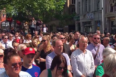 "People Sang ""Don't Look Back In Anger"" After A Silence For Victims Of The Manchester Attack"