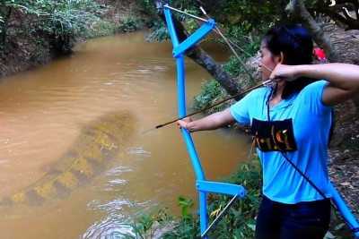 Girl Uses PVC Pipe To Make A Bow And Start Fishing With It