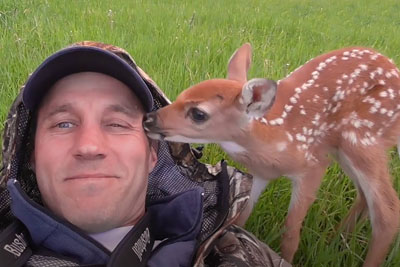Family Left This Baby Deer Behind, Then This Guy Decided To Give Her The Best Life Imaginable