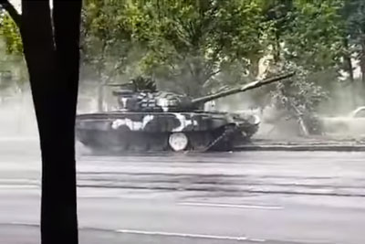 Tank Driver In Belarus Loses Control Over Vehicle, Crashes Hard Into Street Sign