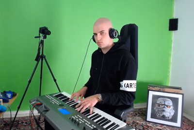 Pianist Plays Toto's Africa With Different Sounds And Beats On His Piano