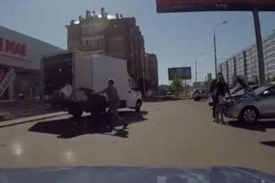 This Is Unluckiest Delivery Guy On The World, See What Dashcam Captured