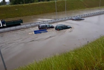 Subaru Driver Doesn't Care For Flooded Road, Drives On It Anyways