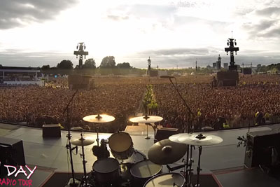 A Stadium Full Of Green Day Fans Singing Along To 'Bohemian Rhapsody'