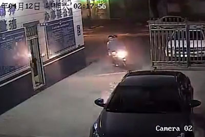 Scooter Rider Offers Robber Getaway Ride, Heads Directly To Police Station