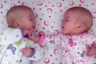 Identical Twin Girls Look In Each Other's Eyes, Their Conversation Is Priceless