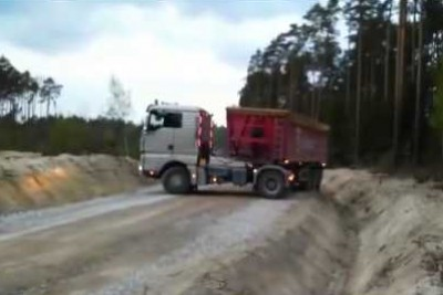 This Truck Driver Shows His Skills On Narrow Road By Turning His Truck Around