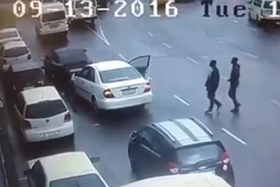 Two Men Tried To Rob Old Man In Broad Daylight, Then Angry Mob Beats Them Up