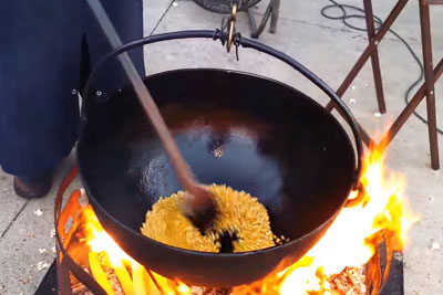 This Man Is Making Popcorn Old Fashioned Way, Everyone Is Crazy About The Video