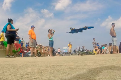 Blue Angels Pilot Shocks People In Chicago Waiting For A Jet