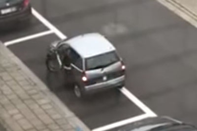Parallel Parking Has Never Been So Hard. Who Gave This Driver A Driving Licence?