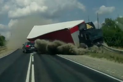 Stupid Driver Overtakes Infront Of Truck, Then Horrible Crash Happens