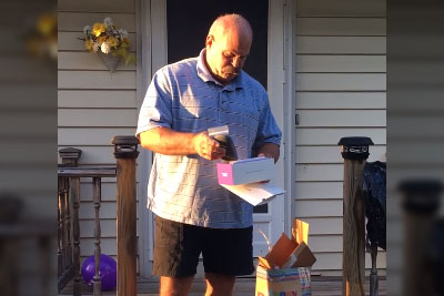 Color Blind Father Gets Best Present For 66th Birthday, His Reaction Is Now Going Viral