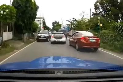 Subaru Impreza Beating The Traffic In Philippines At Very High Speeds