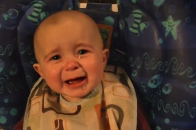 Mommy Sings A Song, And Her Baby Is Melting At The Sound Of Her Voice