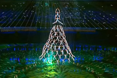 They Form A Human Christmas Tree, Their Next Move Left Everyone Speechless