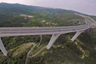Guy Flies His FPV Drone Under The Tall Bridge, Footage Is Crazy