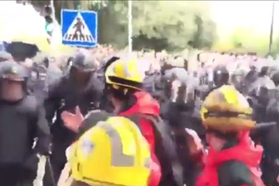 Catalonia Firefighters Form Human Shield To Protect Referendum Voters From Riot Police