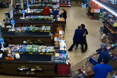 WATCH: Costumer Takes Care For Robber Trying To Steal In Aldi Shop
