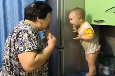 Najbolj prisrčen pogovor med vnukom in babico, ki je v smeh spravil že milijone