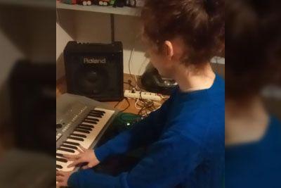 Filip zapel pesem