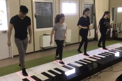 Na velikem klavirju so zaigrali Despacito, rezultat je nekaj izjemnega
