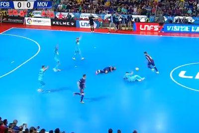 VIDEO: Igralec Barcelone padel v nezavest, ob prekršku je vsa dvorana obmolknila