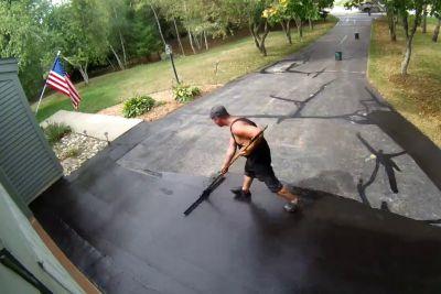 Pred hišo so mu premazali asfaltni dovoz, posnetek je prava paša za oči