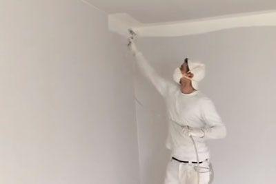 Je to najhitrejši pleskar na svetu? Sobo je prebelil v pičlih 5 minutah...