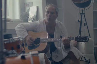 VIDEO: Vili Resnik se vrača v glasbo, to je njegova nova pesem