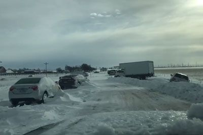 VIDEO: Huda ura v Koloradu, neurje je vozila na avtocesti obdalo v ledeni oklep